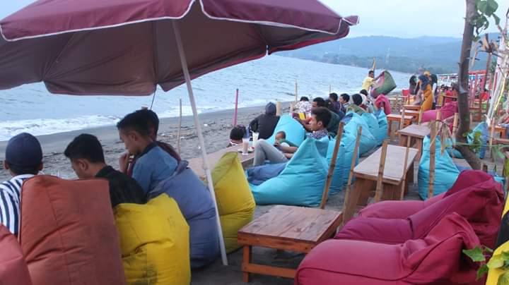 Lagi Viral…!! Pantai Tanjung Bias Lombok Ramai Pengunjung