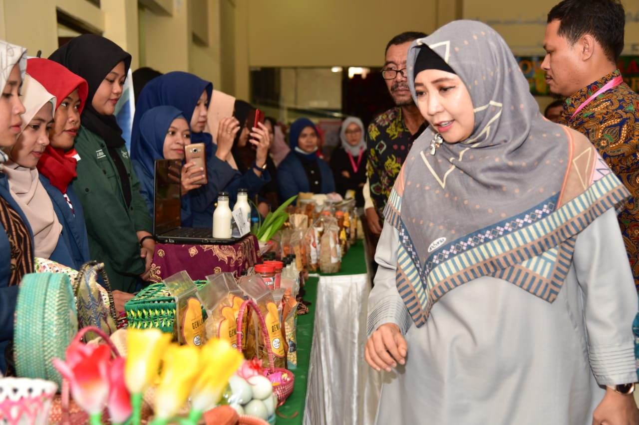 Dr. Hj. Siti Rohmi Djalilah Ajak Mahasiswa Bersinergi untuk Wujudkan NTB Gemilang