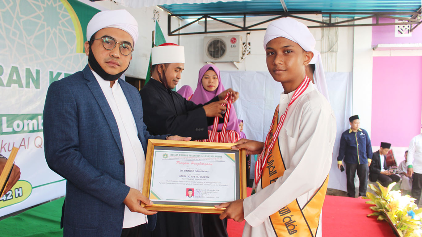 Canangkan 1000 Huffaz 2026, Al-Madani Mewisuda 42 Santri Terbaiknya