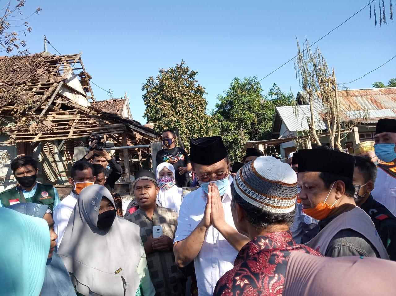 Usai Shalat Idul Adha, Gubernur NTB Kunjungi Warga Korban Kebakaran di Desa Ntonggu