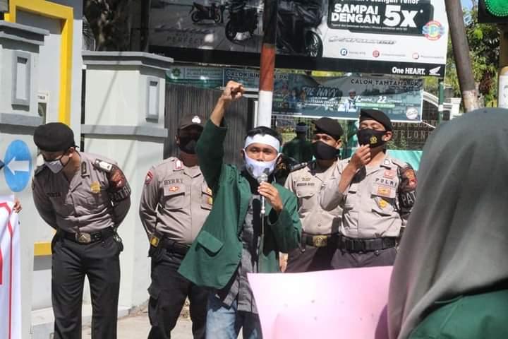 Kabinet Gotong Royong Dukung Penegakan Perda NTB dan Bagikan Ribuan Masker